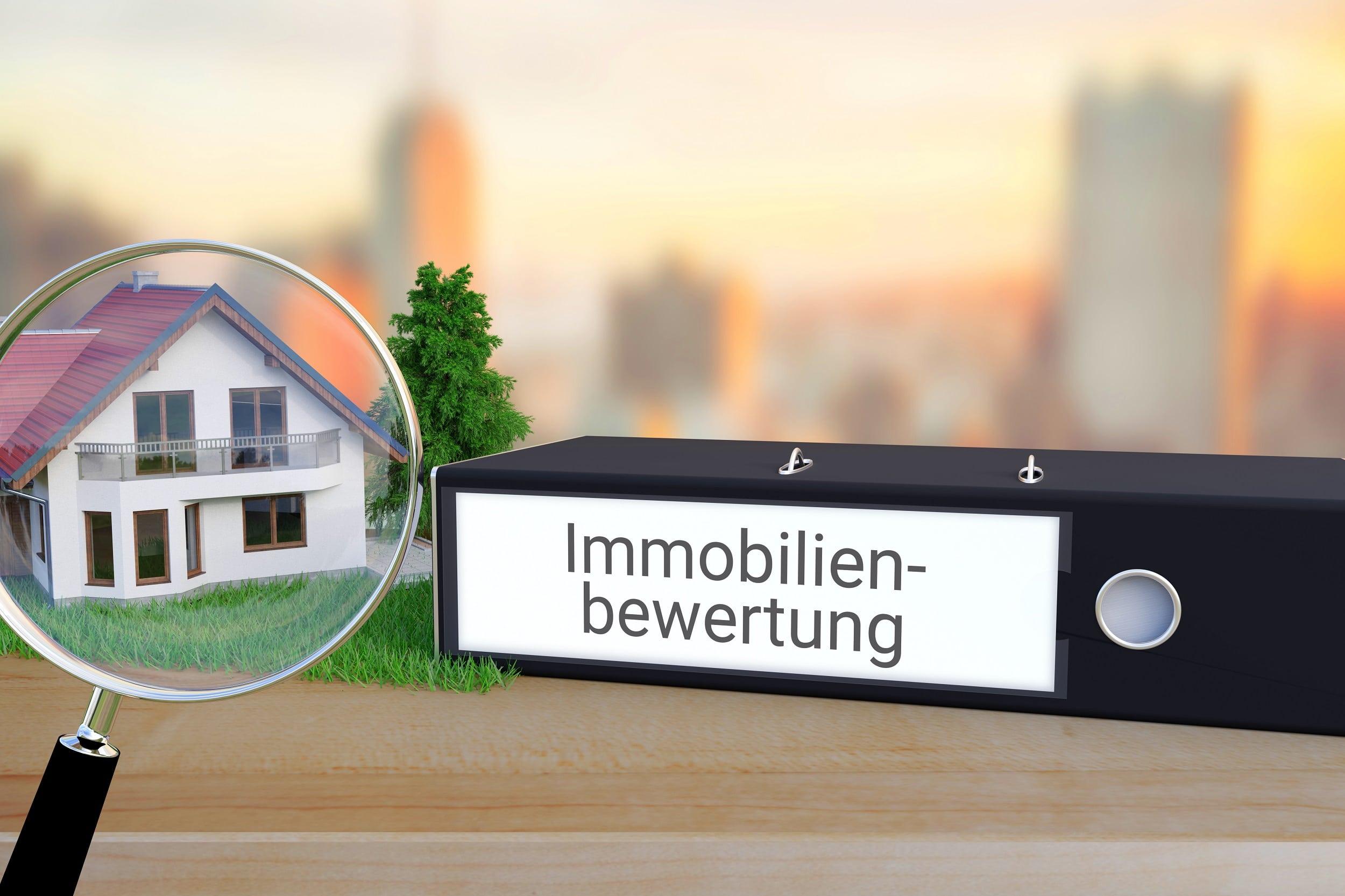 AkuRat Immobilienmakler im Herzen Münchens. Blick über München mit der Bavaria im Vordergrund